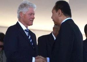UN-Special-Envoy-Bill-Clinton-greets-legitimizes-Jean-Claude-Duvalier-at-Titanyen-earthquake-commemoration-ceremony-011