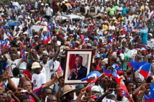 thousands-cheer-aristide-speech-outside-his-home-093015-by-afp
