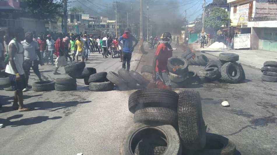 _#00 Anti-govt protestors